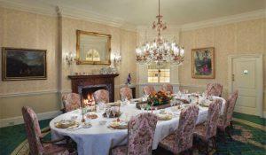 ruang makan rumah donald trump